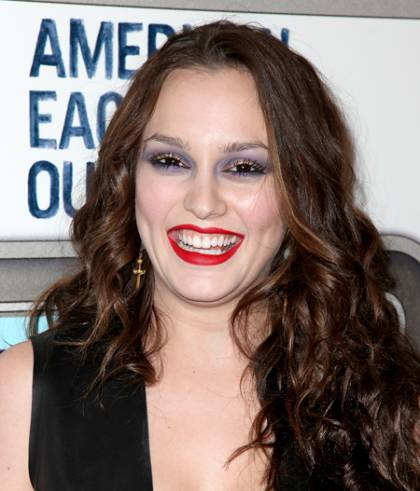 leighton-meester-makeup-malfunction-american-eagle-outfitters-2009__width_420